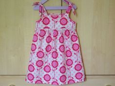 Tuto top or dress with knotted straps! - The round of the bags Coin Couture, Baby Couture, Couture Sewing, Little Girl Dresses, Girls Dresses, Rompers For Kids, Kids Frocks, Baby Sewing, Baby Dress