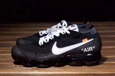 The OFF-WHITE x Nike Air VaporMax Comes In An Inside-Out Box Nike Free Shoes, Running Shoes Nike, Nike Shoes, Shoes Sneakers, Fashion Models, Fashion Outfits, Sporty Fashion, Runway Fashion, Fashion Tips