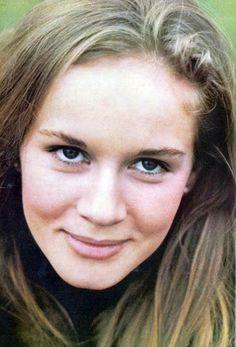 Dominique Sanda (Cassandra Mandeville Caulfield, Warren's mother)