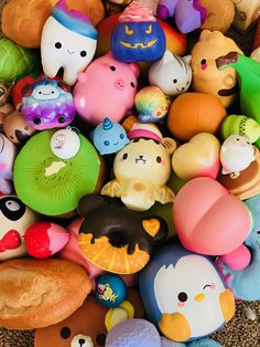 I want to just fall into a tub of squishes and sink down Giant Squishies, Silly Squishies, Balle Anti Stress, Slime And Squishy, Crafts For Kids, Diy Crafts, Barbie Accessories, Cute Toys, Jouer