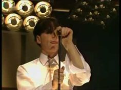 Simple Minds - I Travel (1980) - so awesome post punk rock ! Love this song and this band ! http://youtu.be/_6MwzSaBBQY