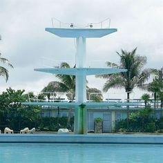 Hotel Riviera La Havana plongeoir Cuba, High Diving, Diving Board, Casino Hotel, Marina Bay Sands, Swimming Pools, Pink Lady, Interior Design, Building