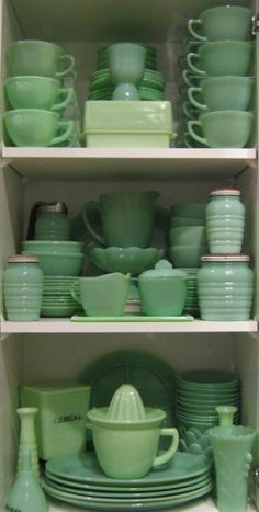 I wish I had this collection of Jadeite. I stop just short of my eyes popping out and that dirty little word called/ ENVY!