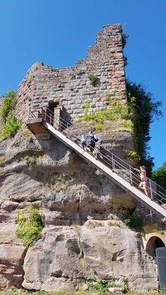 #Alsace : En Alsace, Saverne et son château du Haut-Barr sont un terrain de balade prisé par les marcheurs locaux et visiteurs d'un jour. #hautbarr #haut-barr #chateau #castle #magnifiquefrance #basRhin #Bas-Rhin #saverne Alsace, French Castles, Travel, The Visitors, D Day, Stockings, Viajes, Trips, Tourism