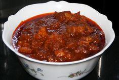 'Pork Vindaloo' is a Kerala and Goan Christian specialty. It is a very spicy and tangy dish which tastes better as it sits. Goan Recipes, Veg Recipes, Spicy Recipes, Curry Recipes, Indian Food Recipes, Cooking Recipes, Cooking Tips, Recipies, Pork Curry Recipe