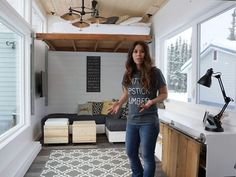 Brilliant tiny house features $500 DIY elevator bed built with free plans (Video)