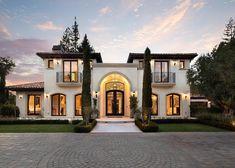 Spanish style – Mediterranean Home Decor Spanish Style Homes, Spanish House, European Style Homes, Dream Home Design, Modern House Design, Modern Home Exteriors, Modern Homes, Mediterranean Homes Exterior, Mediterranean Decor