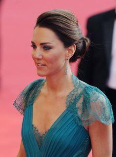 Kate Middleton, somptueuse, au Royal Albert Hall à Londres pour fêter l'arrivée des Jeux Olympiques.