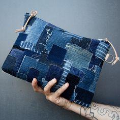 sashiko denim inspiration, visible mending, Breeze fabrics are the perfect substrats Denim Handbags, Denim Tote Bags, Diy Denim Purse, Boro, Patchwork Denim, Denim Fabric, Bag Quilt, Denim Ideas, Denim Crafts