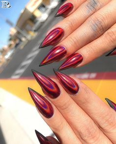 Make sure you check out every single nail below to be inspired and to get some great ideas for your next manicure. trendy and cozy red nail art designs Red Nail Art, Red Nails, Hair And Nails, Red Chrome Nails, Red Bottom Nails, Stelleto Nails, Acrylic Nails Chrome, Holographic Nails Acrylic, Nails 2016