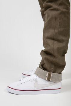 Jeans + Nike Sneakers