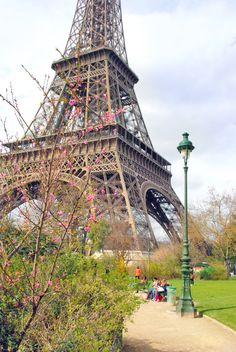 Spring time at the Eiffel Tower, Paris! . #Spring #Printemps #Paris #France #EiffelTower #TourEiffel