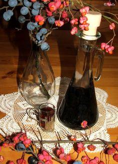 Wine Decanter, Prunus, Barware, Recipies, Food And Drink, Sink, Red Peppers, Rezepte, Wine Glass Rack