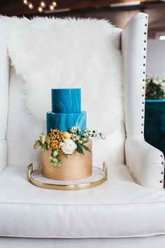 Modern Teal and Orange Industrial Wedding Inspiration | Modern Marble Teal and Gold Wedding Cake