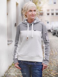 Sewing pattern hoodie Emilea from Schnittmuster Berlin- Schnittmuster Hoodie Emilea von Schnittmuster Berlin Sew a cool hoodie with the Emilea hoodie pattern - Cute Sporty Outfits, Tomboy Outfits, Emo Outfits, Sporty Style, Winter Mode Outfits, Winter Fashion Outfits, Casual T Shirt Dress, Casual T Shirts, Active Wear For Women