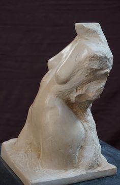 Vénus de Muret - Sculpteur Gérard Lartigue - sculpture en pierre de Tavel . Marbre.