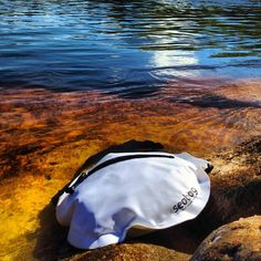 Seabag original underwater bags are chic and beach-friendly! Resistant to the salinity of oceans and high pressures up to 15ft underwater.