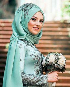 Elegant Muslim Hijab Wedding Costumes Looks – Girls Hijab Style & Hijab Fashio… Bridal Hijab, Pakistani Wedding Dresses, Bridal Outfits, Bridal Dresses, Muslim Brides, Muslim Girls, Muslim Women, Muslim Couples, Islamic Fashion