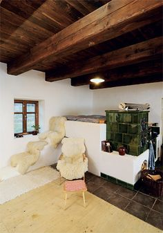 Nová kachlová kamna s exkluzivním schodištěm k zápecí přímo manželskému...
