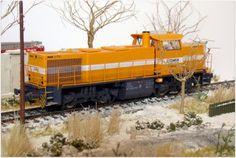 Locomotora diesel COMSA. Escala H0.
