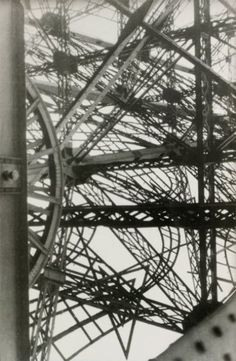 GERMAINE KRULL (1897-1985)  s.t. [étude pour « Métal »]. n.d. [vers 1930]. T