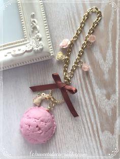 アイスクリームのバッグチャームを作りました。 夏に向けて、スッキリと。  こちらのアイスクリームは、シーズナルレッスン(単発講座)でも作れるモチーフです(^_^)  #スイーツデコレーション #パステルスイーツ #スイーツデコレーション #スイーツデコラビット #ウサギ Kawaii Things, Decoden, Diys, Pendant Necklace, Jewelry, Jewlery, Bricolage, Jewerly, Schmuck