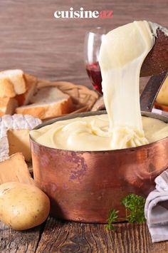 Une recette facile pour préparer de l'aligot, la spécialité Auvergnate. L'aligot est une purée de pommes de terre mélangée avec de la tomme fraiche. #recette#cuisine#france#aligot #tomme #auvergne #fromage #pommedeterre Brie, France, Apples, French Recipes, French