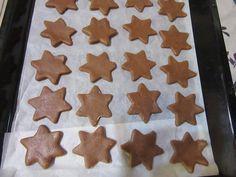 Puha mézes, gyúrd össze a hozzávalókat, egy kicsit pihentesd a tésztát és már sütheted is! - Ketkes.com Diabetic Recipes, Diet Recipes, Sugar Cookies, Gingerbread Cookies, Crackers, Deserts, Sweets, Baking, Food