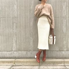 ・ Today's Outfit ☆ ・ Knit → #elendeek Skirt → #madisonblue Boots → #martinmargiela Bag → #AYAKO @ayako_tanaka_ ・ ・ 大好きなホワイト×ブラウンの組み合わせ✨ ・ ・ #kumicloset