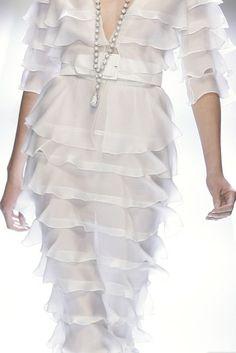 Glamorous White #White #Fashion #Couture #HauteCouture #CoutureDresses #WhiteDresses #Dresse #WhiteGowns #Gowns #WhiteFabrics #WhiteTextiles #WhiteFashionFabrics #TelasBlancas #TelasdeAltaModaenBlanco #VestidosBlancos #ModaenBlanco #RexFabrics