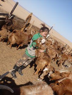 モンゴル遊牧民の少女