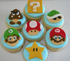 It's the right time to surprise your friends with your unique cookies or cupcakes. If they're familiar with the classic video game, the Super Mario cupcake topp Cupcakes Super Mario, Super Mario Party, Super Mario Birthday, Mario Birthday Party, Cute Cupcakes, Wii Party, Birthday Ideas, Cupcakes Design, Disney Cupcakes