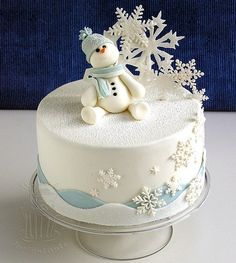 Holiday Desserts That Are Almost Too Cute to Eat Winter Snowman Cake - Christmas Cake - Snowflake Cake - Christmas Dessert - Winter DessertWinter Snowman Cake - Christmas Cake - Snowflake Cake - Christmas Dessert - Winter Dessert Christmas Cake Designs, Christmas Cake Decorations, Christmas Cupcakes, Holiday Cakes, Holiday Desserts, Xmas Cakes, Christmas Themed Cake, Fondant Christmas Cake, Holiday Foods