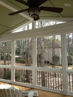 Find the best outdoor ceiling fans at Hunter and create a beautiful living space in your own front porch or patio! Back Porches, Enclosed Porches, Decks And Porches, Front Porch, Screened Porch Designs, Screened In Deck, Screened Porches, Covered Porches, Outdoor Rooms