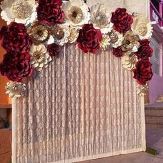 Así quedó este bellisimo panel de flores #dugorche en tonos beige, vino, dorado y beige con estampado floreado y un lindo y elegante fondo de encaje plisado en tono beige...Listo y en camino para la boda... . . #bodasmexico #espectacular #elegante #ideasboda #floresboda #bodasdepapel #boda #floresdepapel #hechoamano #papercraft #papercut #paperflowers #paperflower #backdrop #boda #paperflowerwall #flowerstagram #floweroftheday #weddingflowers #weddingideas #ideartemexico #picoftheday #b...