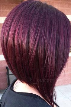 48 Fantastic Stacked Bob Haircut Ideas If you are looking for various ways to wear a stacked bob hairstyle, we have some excellent options for you to explore. A cut like this is sassy and trendy. Stacked Bob Hairstyles, Hairstyles Haircuts, Pretty Hairstyles, Pelo Color Vino, Medium Hair Styles, Short Hair Styles, Angled Bobs, Long Stacked Bobs, Burgundy Hair