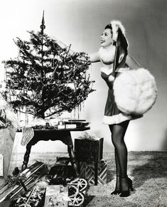 vintage everyday: 30 Vintage Hollywood Starlet Christmas Pin-up Photos Ann Miller Vintage Hollywood, Old Hollywood Stars, Classic Hollywood, Hollywood Glamour, Vintage Christmas Photos, Vintage Holiday, Merry Christmas Pictures, Vintage Winter, Noel Christmas