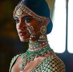 Jade green jewellery by Kishandas Jewellery for Sabyasachi India Fashion, Ethnic Fashion, Bollywood Sari, Bollywood Fashion, Indian Dresses, Indian Outfits, Estilo India, Indian Couture, Indian Bridal