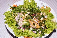 Yam Takrai - lecker scharf saurer Salat mit Zitronengras
