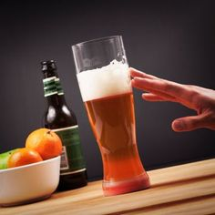 This BPA-free, unbreakable Tritan plastic beer glass will stay standing with its Smartgrip technology. Fall Over, Beer Gifts, Original Gifts, Beer Lovers, Pint Glass, Barware, Drinking, Gadgets, Alcohol