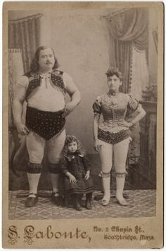 Louis Cyr, Century Canadian circus strongman, with his family. Vintage Pictures, Old Pictures, Old Photos, Lionel Groulx, Robert Charlebois, Circus Pictures, Old Circus, Night Circus, World's Strongest Man