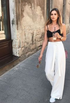 Summer is here (and if it's not summer where you are now, these summer looks might make you want to book a vacay to somewhere warm)! Below is a round up of some of the best street style outfits to inspire you this summer. Boho Outfits, Summer Fashion Outfits, Spring Outfits, Casual Outfits, Cute Outfits, Elegant Summer Outfits, Casual Ootd, Holiday Outfits, Fashion Dresses