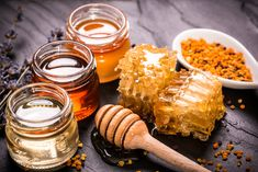 Top 8 Honey Home Remedies Honey is a natural healing agent. It has been used in medicine for centuries. Natural honey has antibacterial and anti-inflamma Cystic Acne Remedies, Home Remedies For Acne, Natural Home Remedies, Acacia Honey, Troubles Digestifs, Back Acne Treatment, Honey Benefits, Health Benefits, Natural Remedies