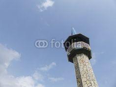Kleines Minarett vor blauem Himmel in Dogancay bei Adapazari in der Provinz Sakarya in der Türkei