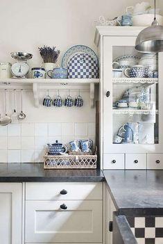 Arredamento bianco e blu estate 2016 - Accessori da cucina bianchi e blu