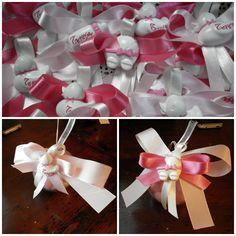 gessetti in polvere di ceramica abbinati a pallina di plexiglass porta confetti per un battesimo a Dicembre
