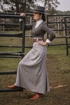 Spanish style – Mediterranean Home Decor Equestrian Outfits, Equestrian Style, Equestrian Fashion, Spanish Style Decor, Wholesale Baby Clothes, Anniversary Dress, Riding Habit, Kawaii Dress, Spanish Woman