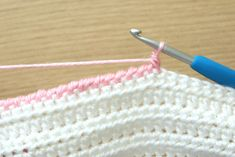 Crochet Stitches For Beginners This step-by-step Crab Stitch crochet tutorial will help you learn how to make a gorgeous edging for your projects. Also called the Reverse Single Crochet. Beginner Crochet Tutorial, Crochet Stitches For Beginners, Step By Step Crochet, Crochet Basics, Crochet Blanket Patterns, Crochet Tutorials, Crochet Ideas, Crochet Projects, Diy Projects
