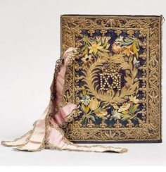 For the love of Books. A French royal Bookbinding (for queen Maria de' Medici), embroidered silk, currently at the Chateau de Chantilly. Vintage Book Covers, Vintage Books, Old Books, Antique Books, Rey Enrique, Medieval Books, Saint Denis, Book Letters, World Of Books