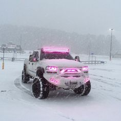 @johnnyhuie #snowbunny #alltruckinusa I KNOW THIS DUDE AND RODE IT THIS TRUCK